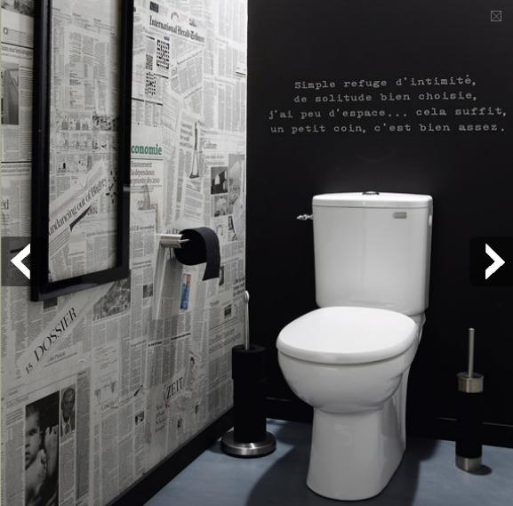 WC-tendances-deco-papier-peint-effet-journaux-peinture-tableau-noir5