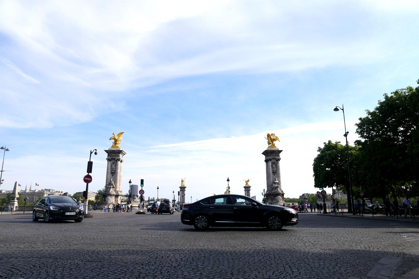 Devant le Pont Alexandre III