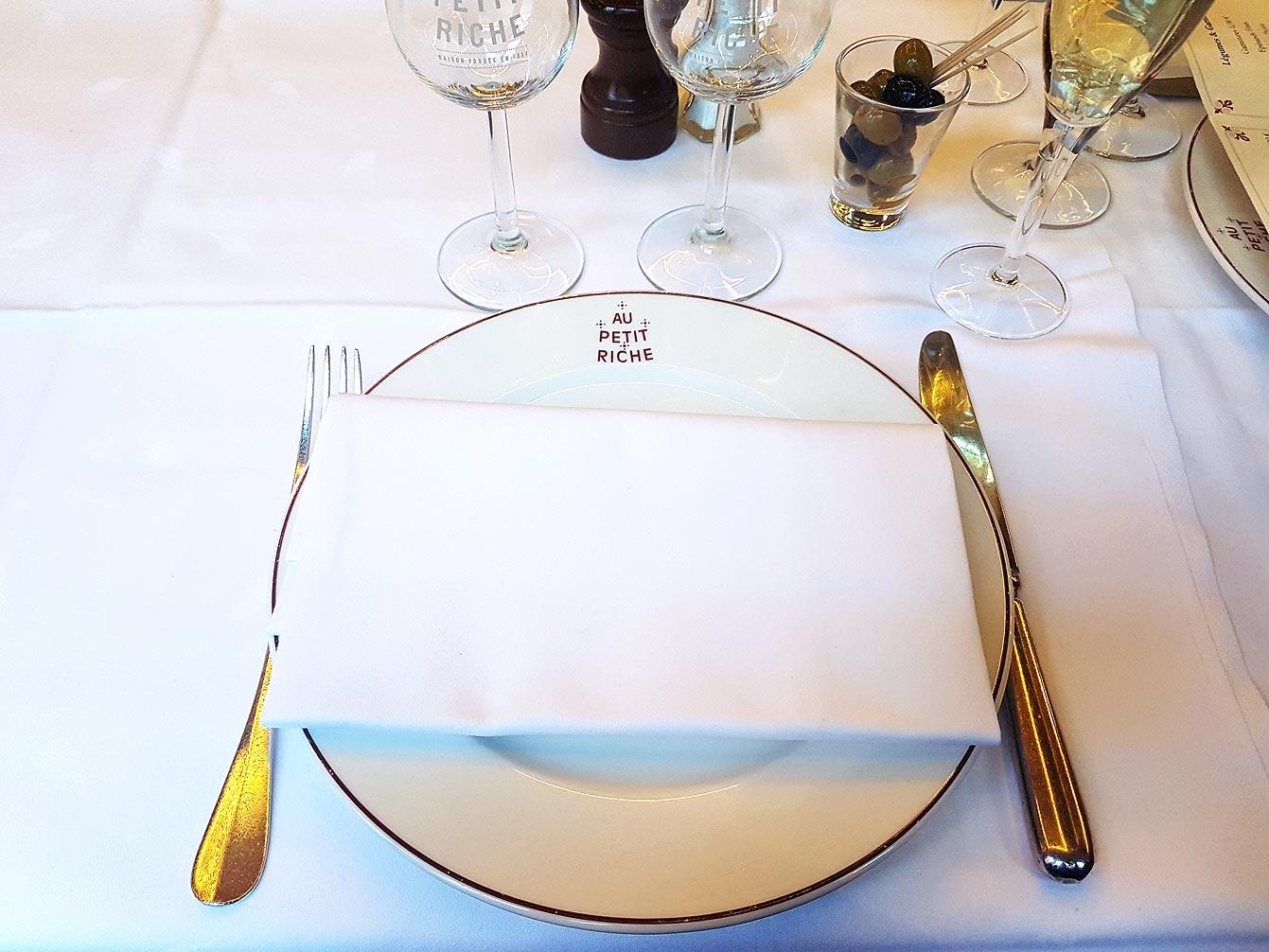 au-petit-riche-restaurant-04
