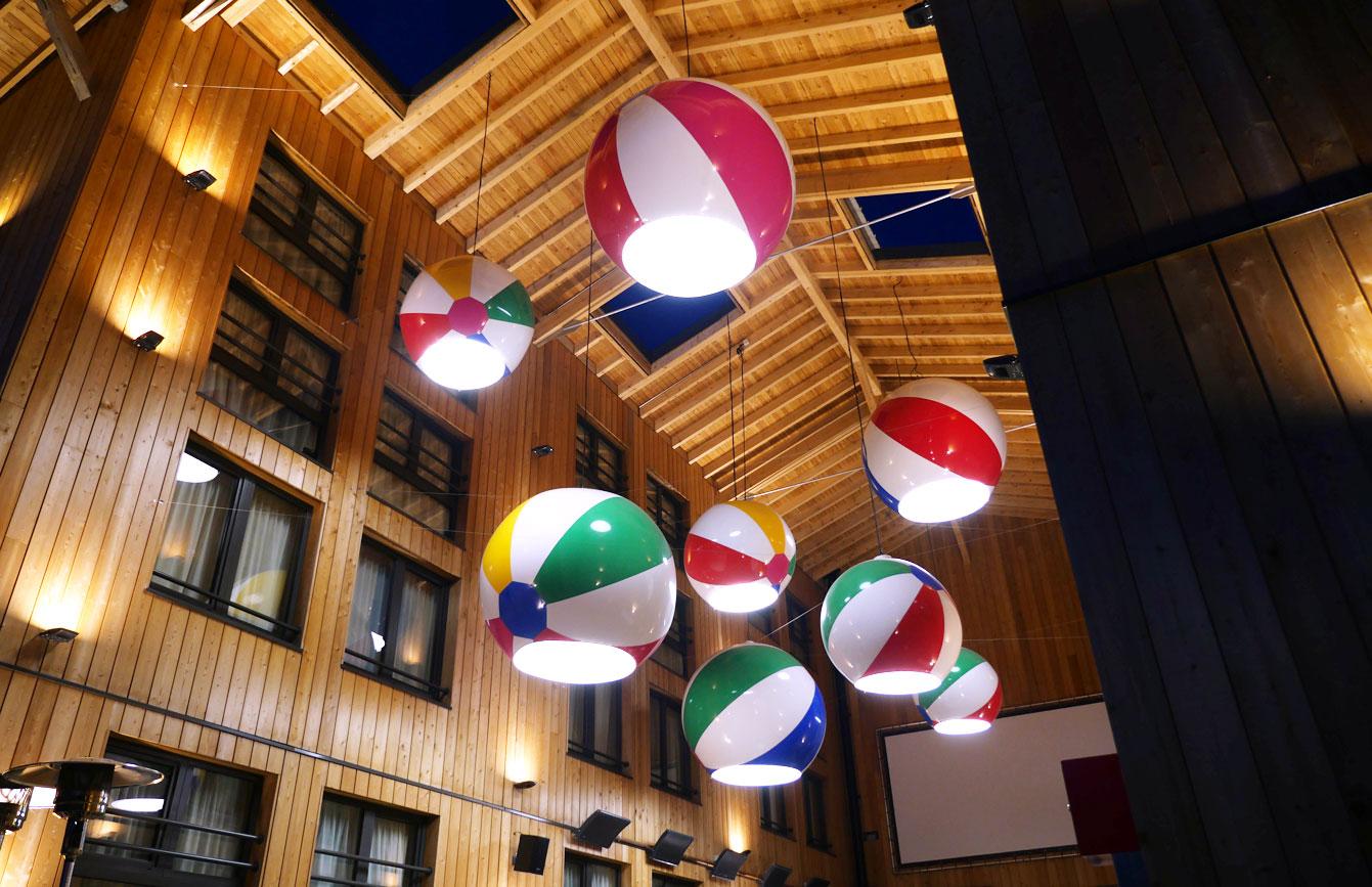Rocky Pop hotel Chamonix : les ballons suspendus