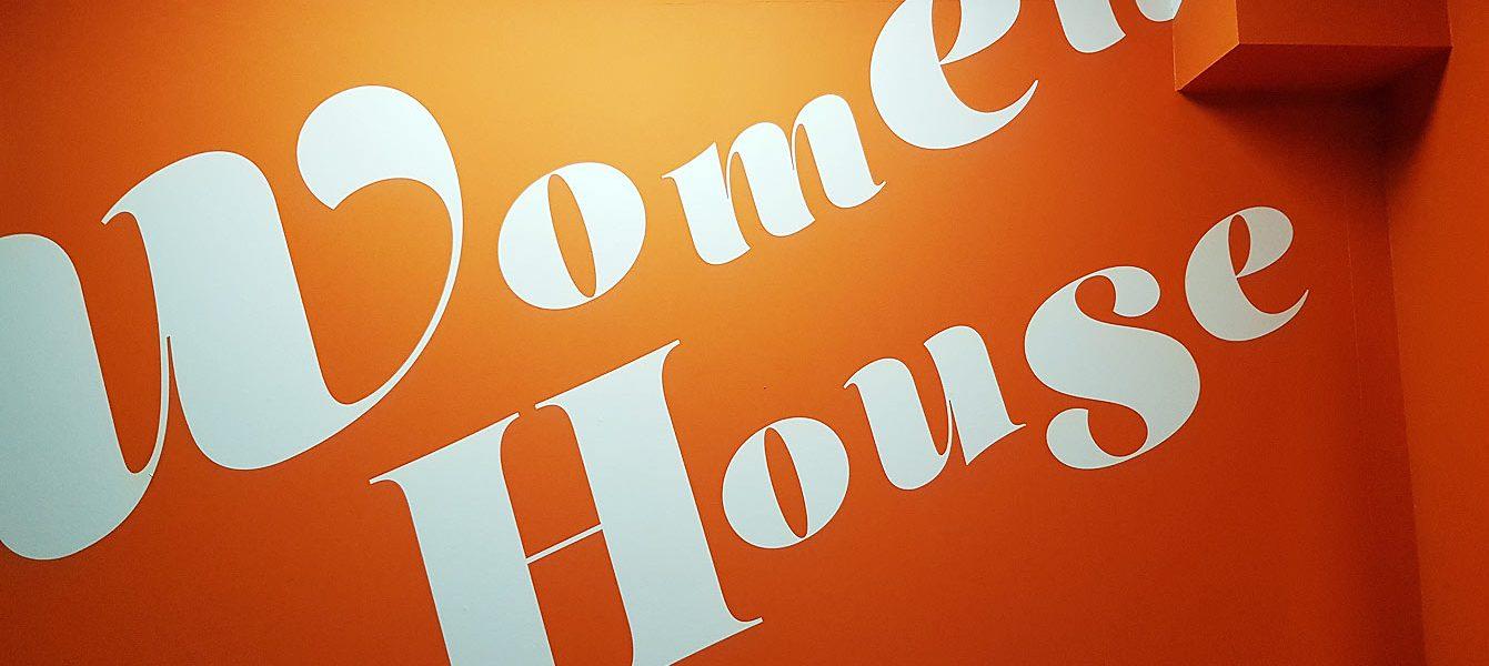04-expo-women-house