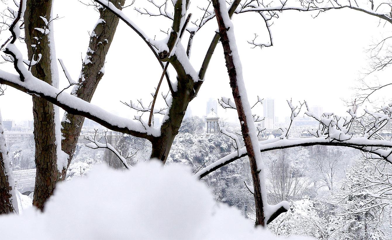 Parc des Buttes-Chaumont sous la neige