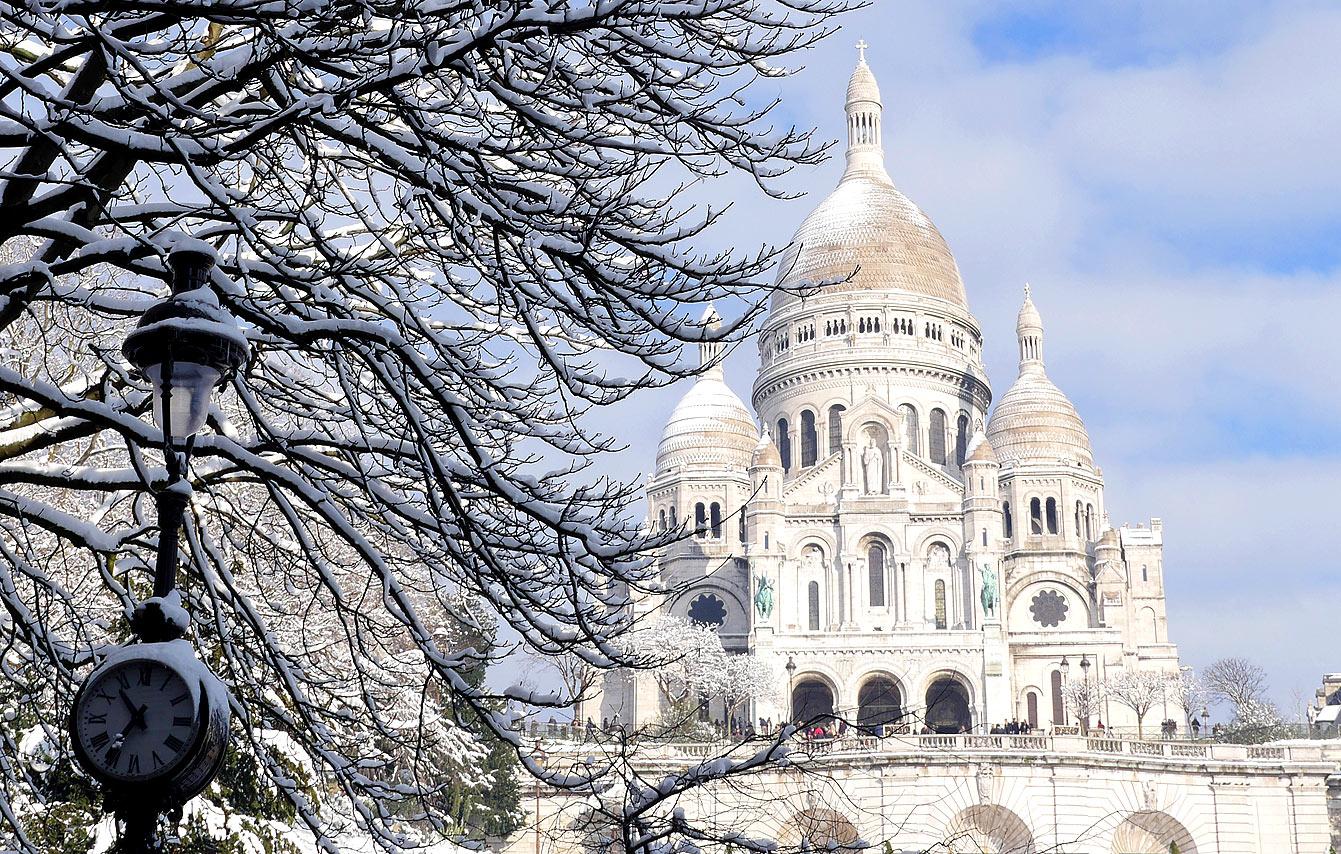 Basilique du Sacré-Cœur de Montmartre sous la neige