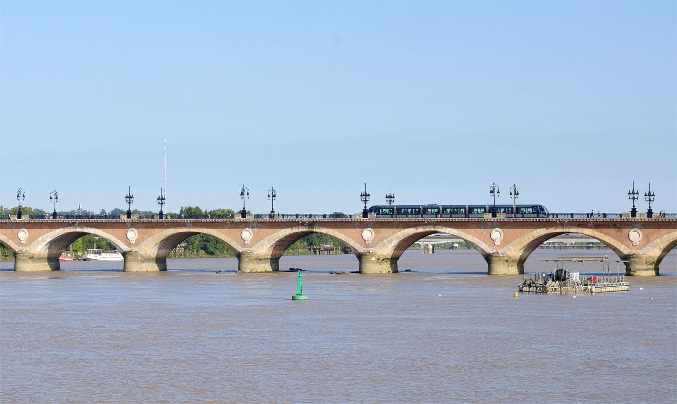 Le pont de pierre , Bordeaux