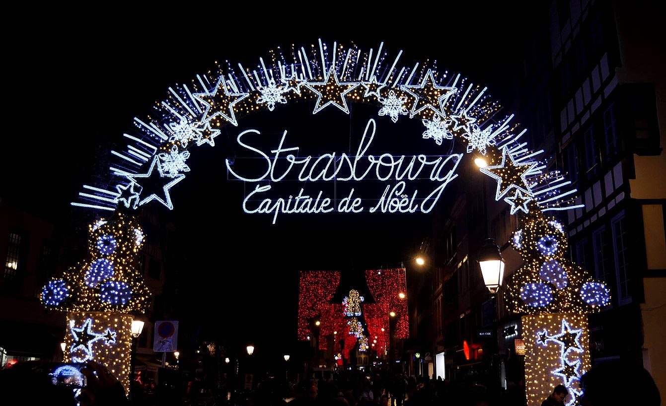 """La Porte des Lumières :entrée de la """"Capitale de Noël"""", Strasbourg"""