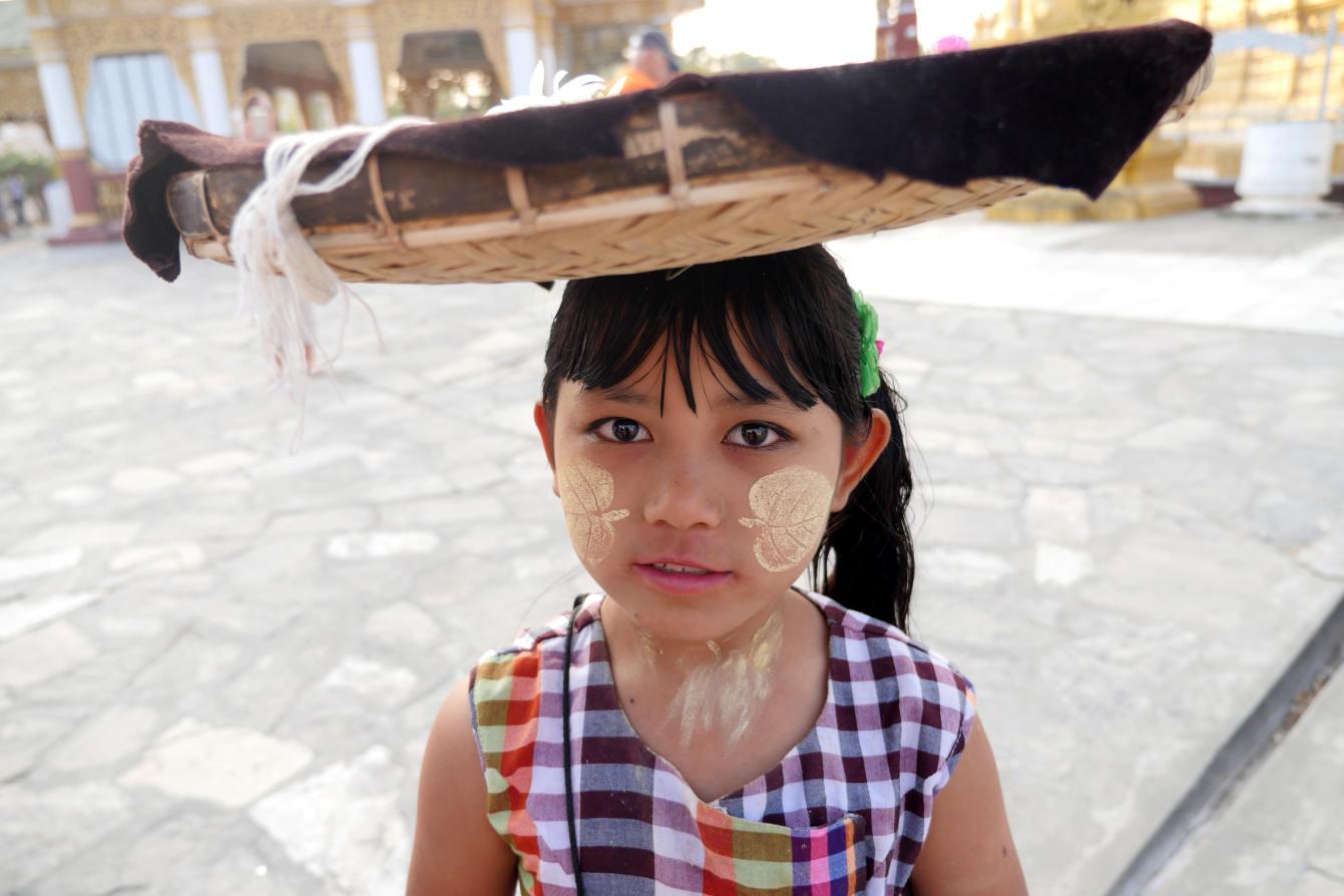 Mandalay, Birmanie, Myanmar, petite fille