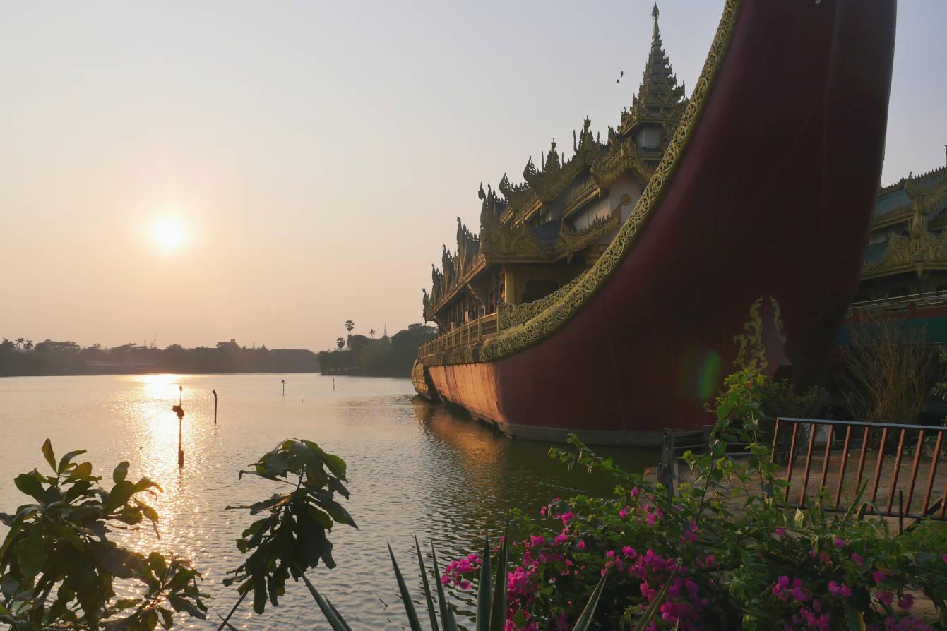 Lac Kandawgyi, Rangoon, Yagon, Birmanie, Myanmar