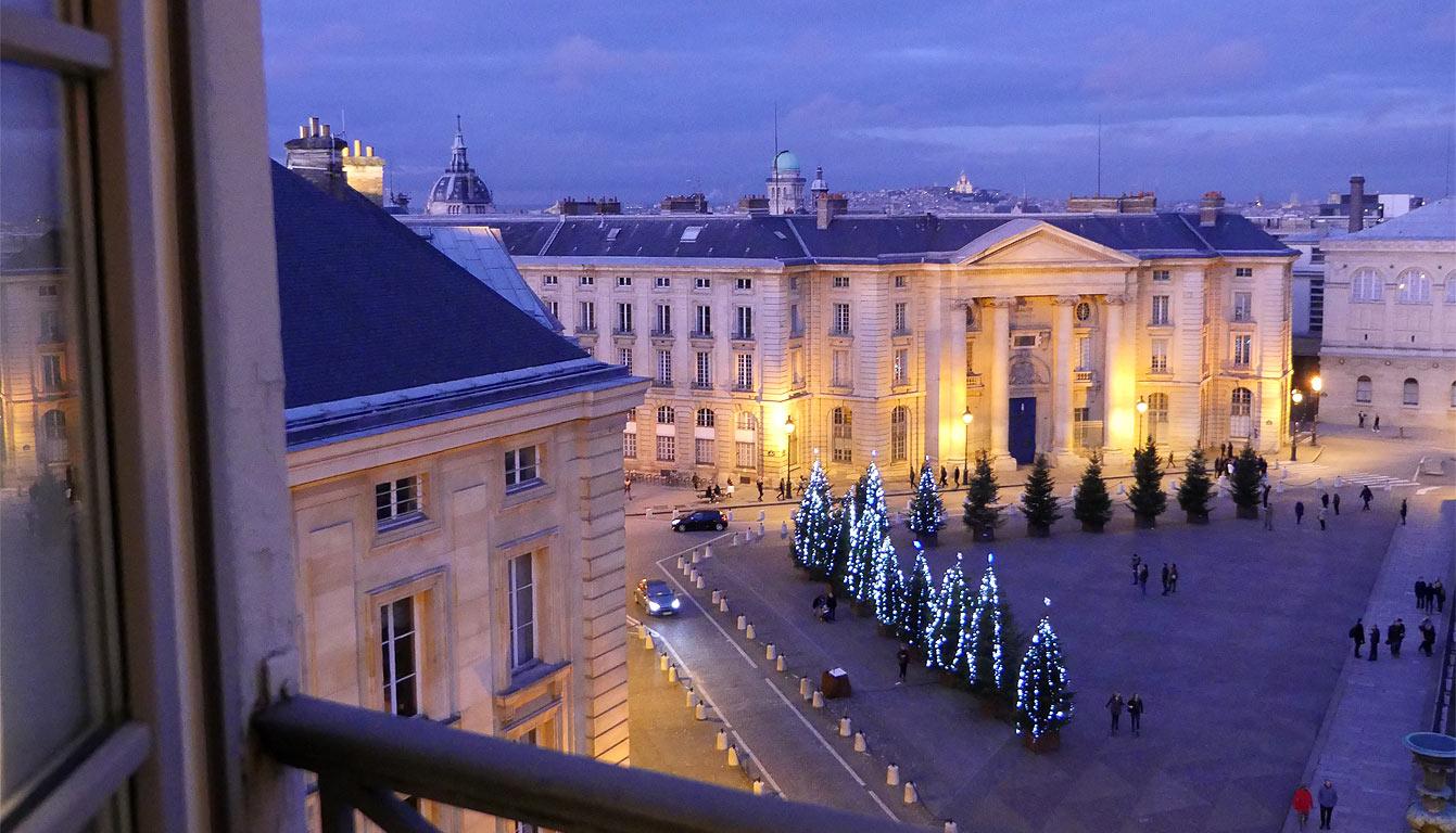 Hôtel Les Dames du Panthéon, 6e étage : Marguerite Duras, chambre 61