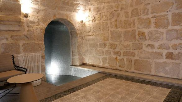 Une piscine sous les voûtes à l'Hôtel la Lanterne (Paris 5e)