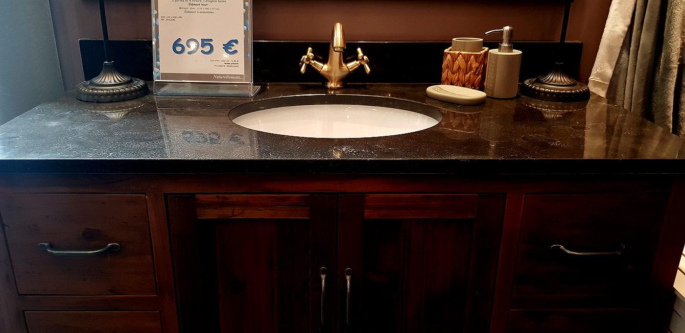 Un meuble vasque avec rangements