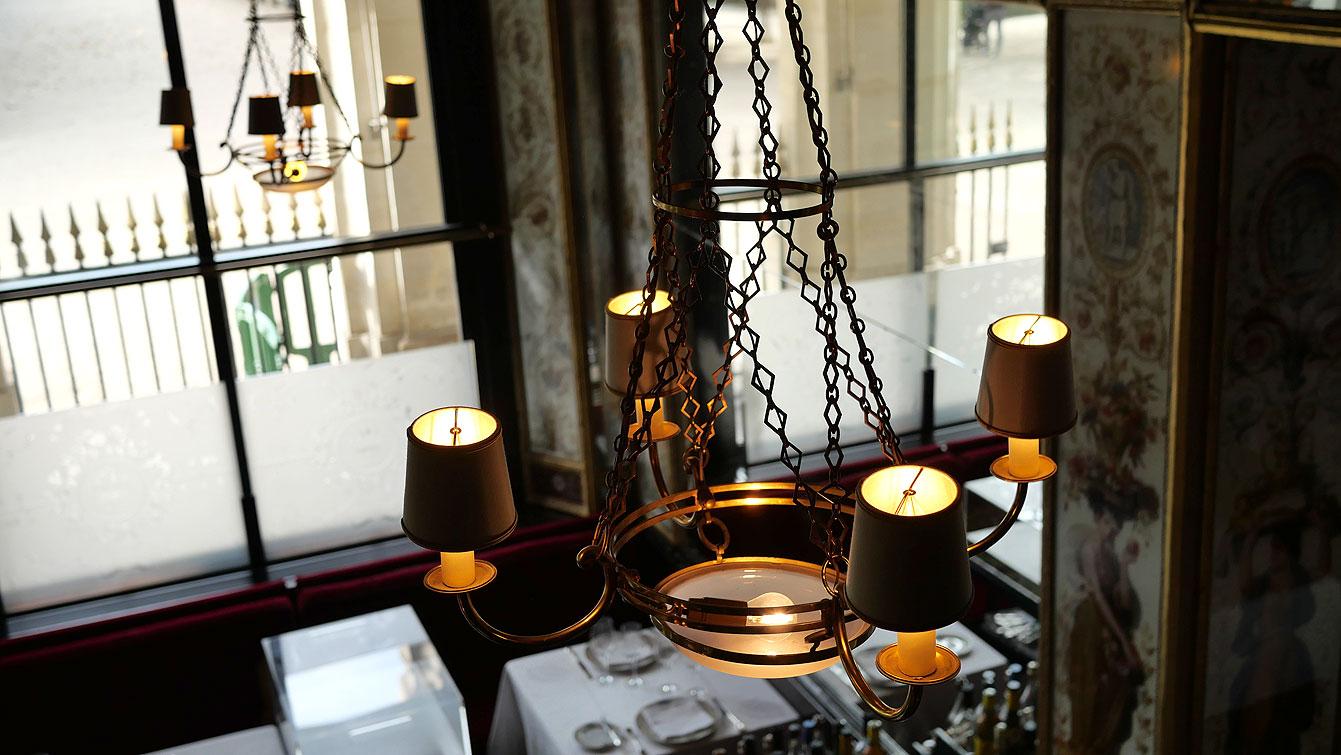 Restaurant Le Grand Véfour : intérieur, luminaire